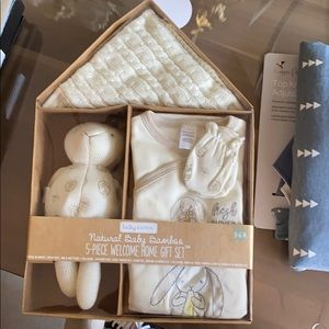 Baby aspen welcome home gift set